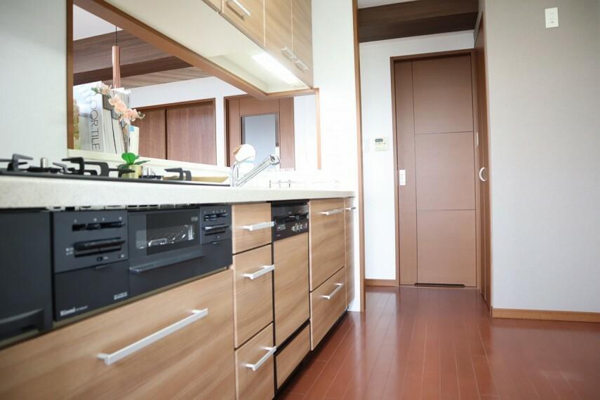 キッチン ご家族との対話を楽しみながら料理ができる対面式キッチン! 食洗器つき!
