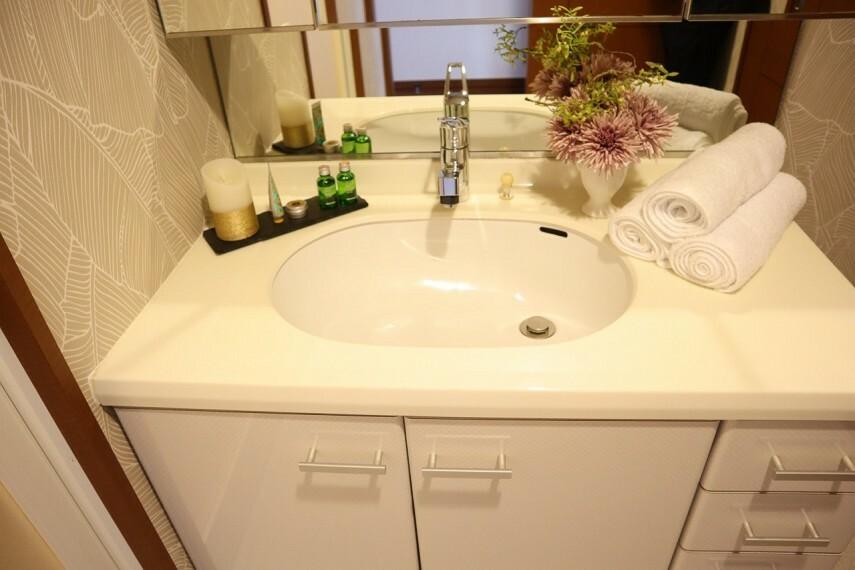 洗面化粧台 高級感のあるゆったりとした洗面台です。