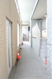 外観写真 共用玄関からアプローチまでの通路です。