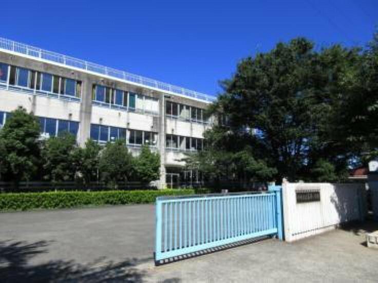 小学校 川崎市立南原小学校 北に神奈川県立東高根公園、南に上作延南原を擁する豊かな自然環境と縄文のロマンを秘めた歴史的台地に誕生しました。