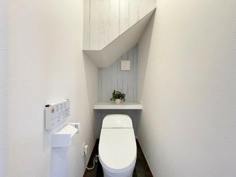 トイレ トイレは明るい空間でゆとりがあります。