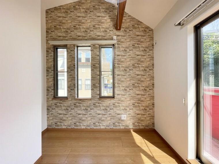 洋室 明るくゆとりある居住空間。