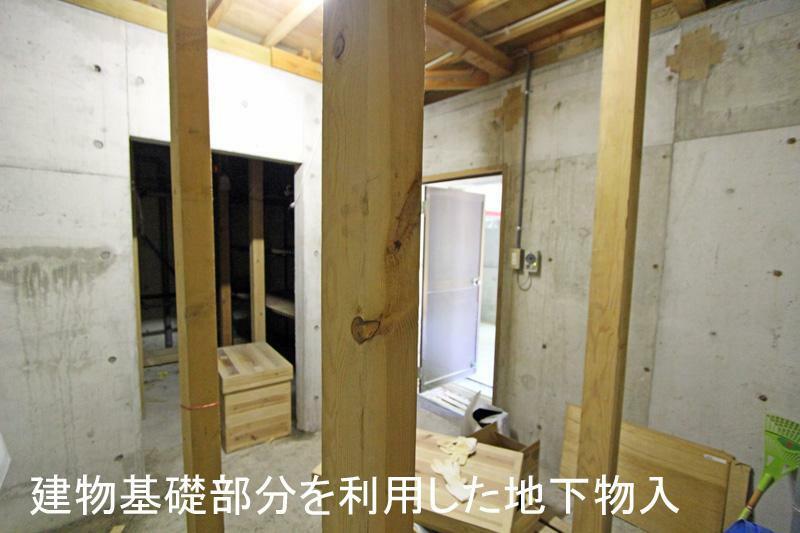 収納 元々の基礎部分を利用した地下物入