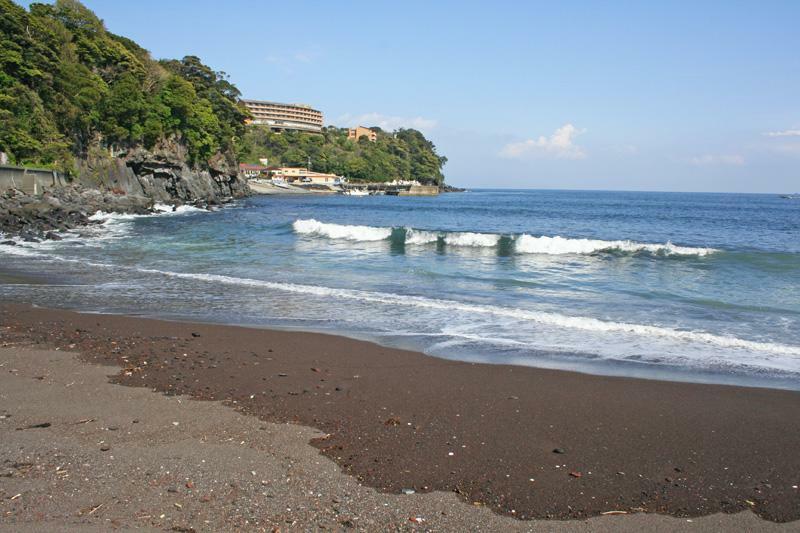 赤沢海岸 釣りやダイビングを楽しめます