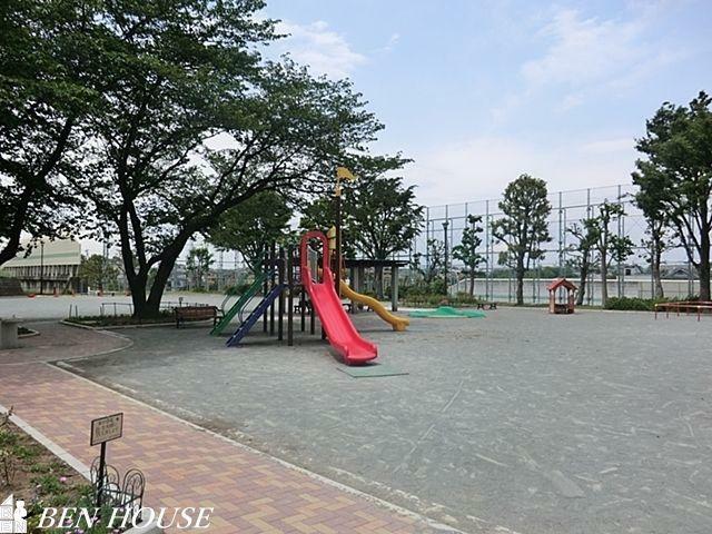 公園 瀬戸ヶ谷町公園 徒歩10分。お子様の遊び場にも困りません。