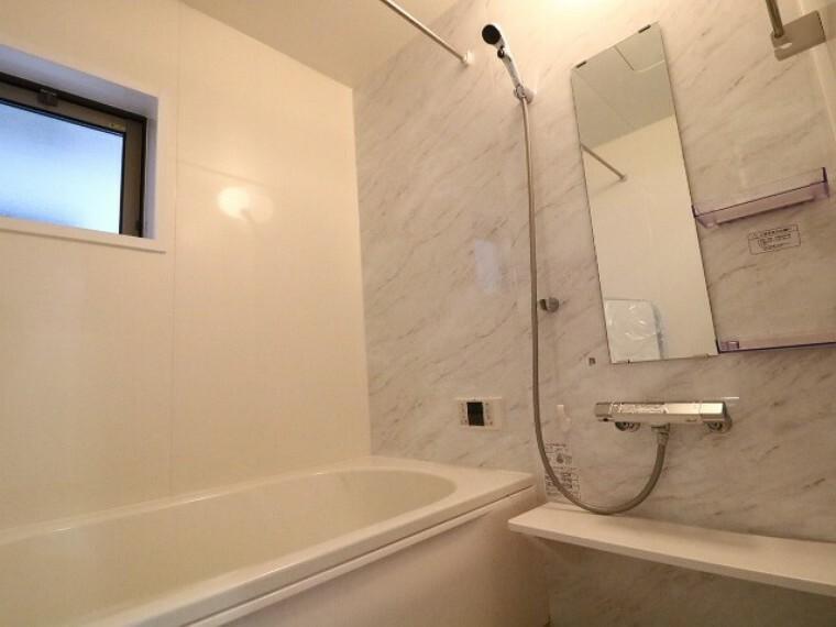 浴室 冬場や梅雨時、花粉の季節にも活躍する換気乾燥暖房機能付きです