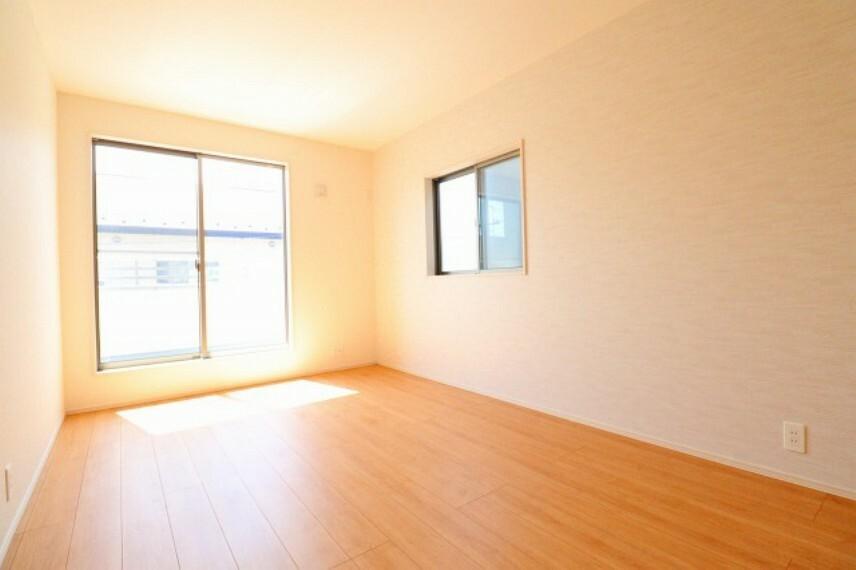 居間・リビング 主寝室7.5帖、全室収納付きです!