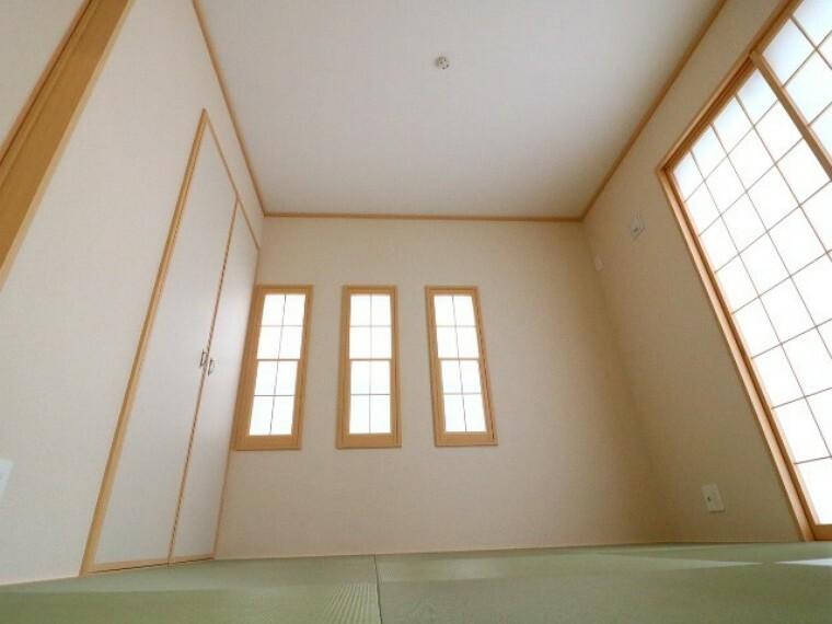 居間・リビング お子さまのお昼寝スペース、お洗濯物をたたんだり、アイロンがけ、和室があるととても便利です