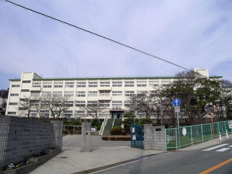 中学校 【中学校】川西市立川西中学校まで1942m