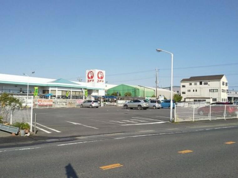 ホームセンター 【ホームセンター】コメリ 西野店まで707m