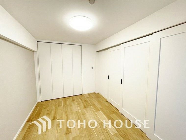 寝室 【The mellow color】この空間に放たれた光は華美なまでに演出されたデザイン。流れる時をより芳醇なコーヒーの様な色彩奏でるアダージョ。