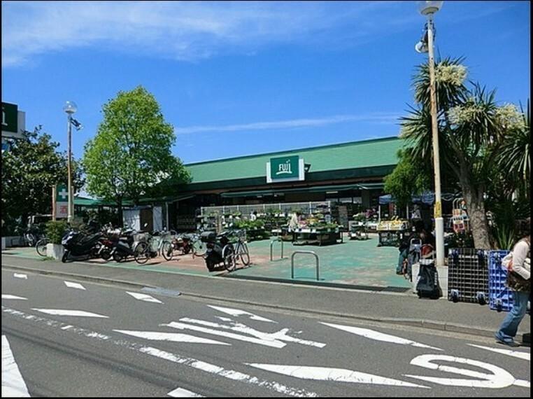 スーパー Fuji新桜ヶ丘店 税抜200円のお買い物で、Tポイントがたまります。