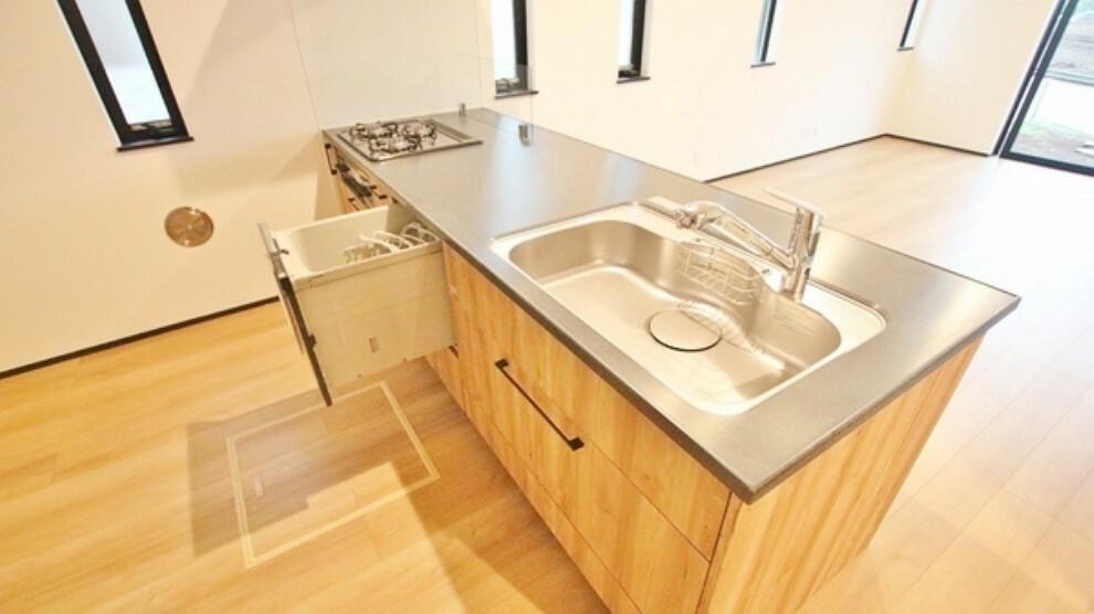 キッチン ゆとりのあるシステムキッチンです。余裕がありお料理の際に窮屈さを感じにくそうです。