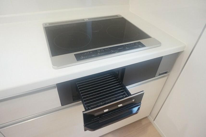 キッチン ガラストップのIHクッキングヒーターはお掃除が簡単です。