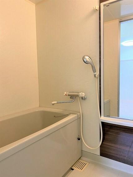浴室 大きな鏡がついたバスルーム!