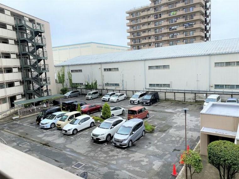 敷地内駐車場 便利な敷地内駐車場つき!