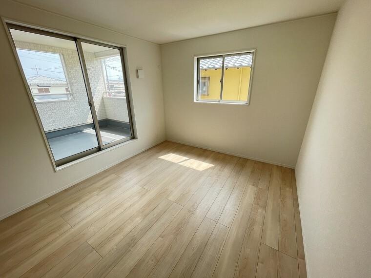 居間・リビング 7.5帖の広々した主寝室