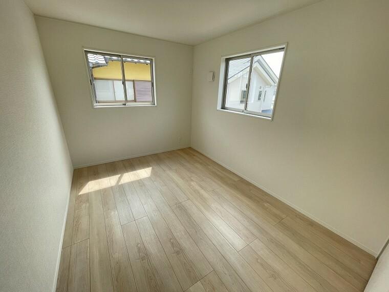 居間・リビング 全室2面採光で暖かな陽の光が差し込むお家です