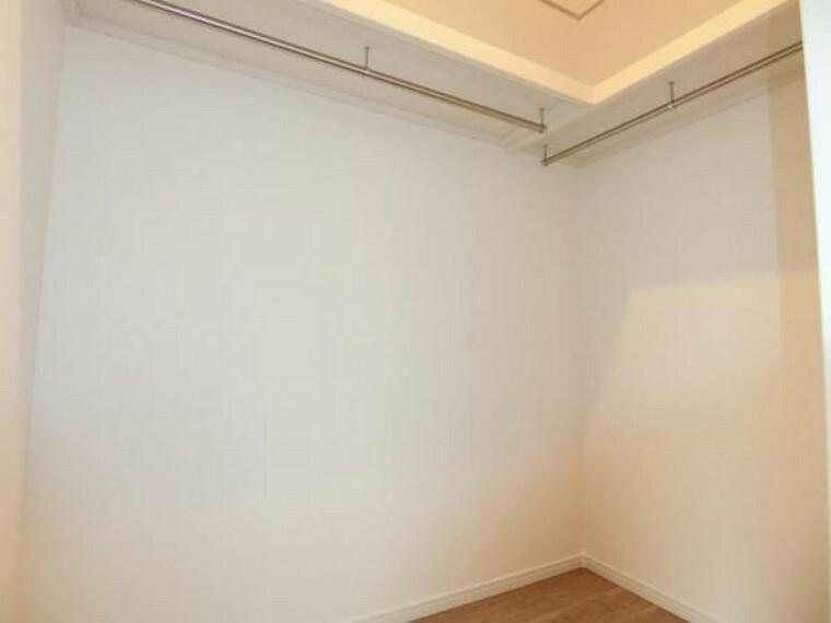 収納 3階洋室ウオークインクローゼット