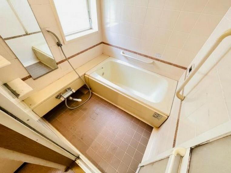 浴室 高齢者にも安心の手すり付き浴室