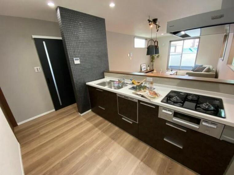 参考プラン完成予想図 \同仕様写真(アーバンステイトリー)/キッチンは標準で食器洗浄乾燥機が付いています。床材やクロスのお色もスタイルに合わせてセレクトさせていただきます