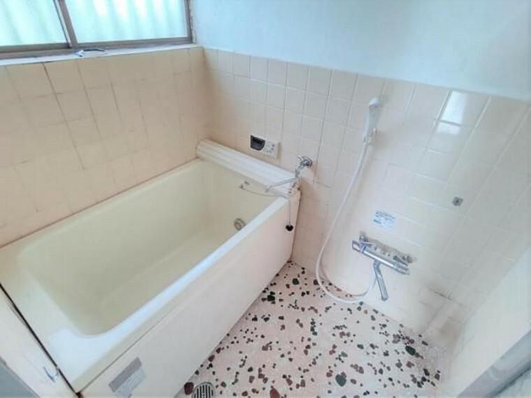 浴室 【リフォーム中写真9/19撮影】浴室の写真です。こちらも既存の浴室は解体し、ユニットバスを新設します。1坪の広いお風呂で日々の疲れもゆっくり癒していただけますよ。