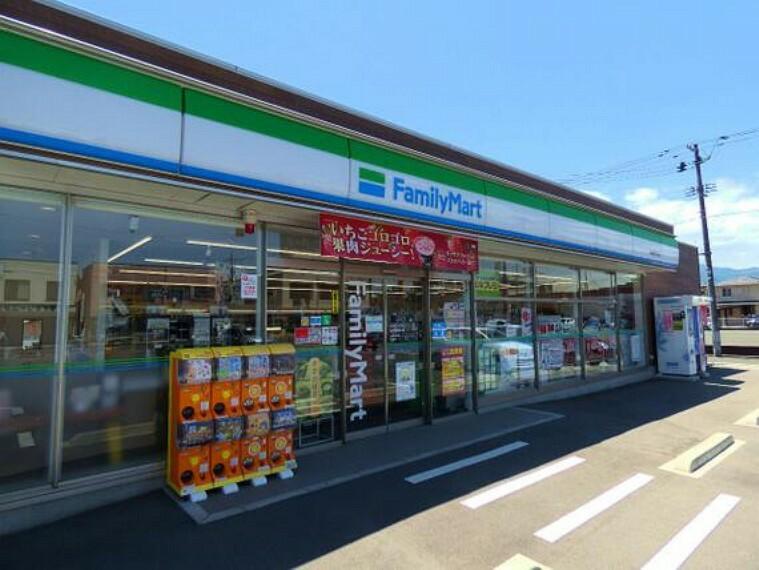 コンビニ ファミリーマート 福島駅西口店まで徒歩約6分(450m)です。