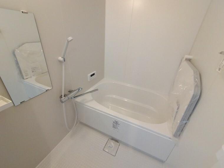 浴室 【浴室】 半身浴もゆっくり楽しめる広々浴室