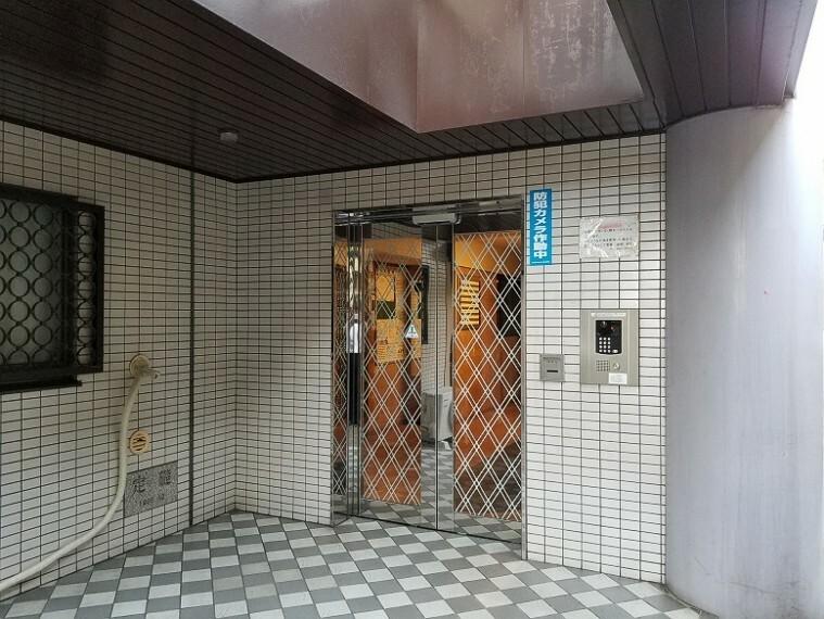 エントランスホール 【エントランス】 TVモニター付インターホンでセキュリティ面にも配慮