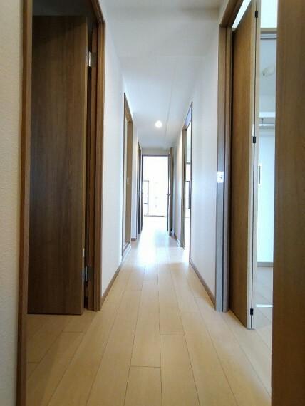 【廊下】 明るい廊下です