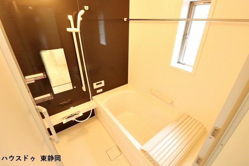 浴室 ワンタッチで給湯・追炊きができるオートバス。お風呂の準備が簡単にできます。