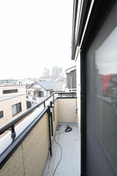 バルコニー 【バルコニー】 スペースが十分あるバルコニーとなっており、洗濯物も効率的に行えます。 詳細は(株)ゲットハウスまで。