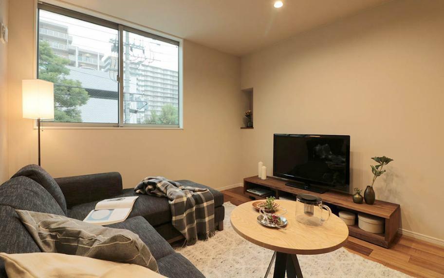 居間・リビング 施工例■ゆったりソファーを置けるリビングは家族団欒の場所。ゆっくりテレビをみたり、読書をしたりもできます。