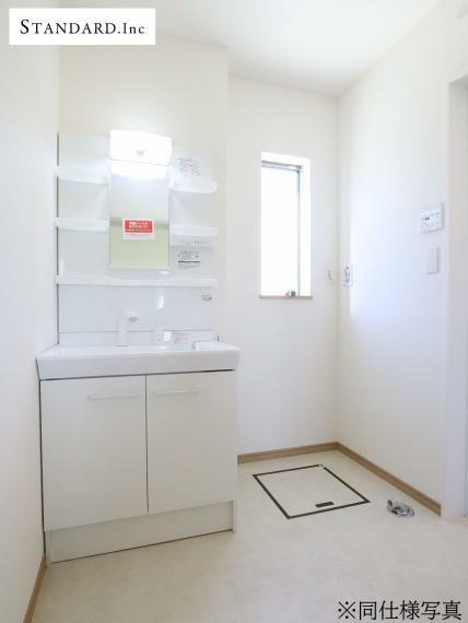 脱衣場 【同仕様写真】洗面化粧台(シャンプードレッサー)