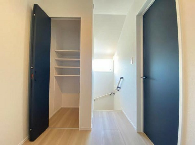 収納 (収納)2階廊下にも収納あり!日用品や掃除道具などの保管に便利です!