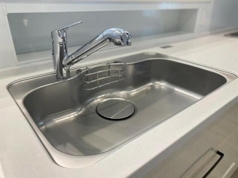 広々シンクで使い勝手良し!浄水機能付き水栓なのでいつもキレイなお水を使えます。