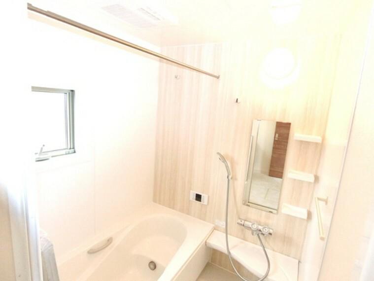 浴室 ゆったりと過ごせる浴室。バスベンチ仕様です。
