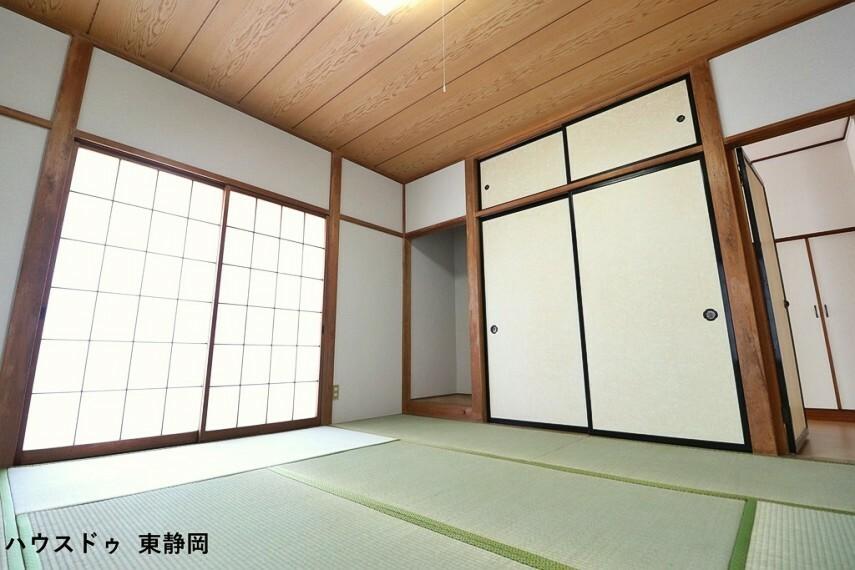 和室 8帖和室。収納や窓があって使いやすい一部屋。