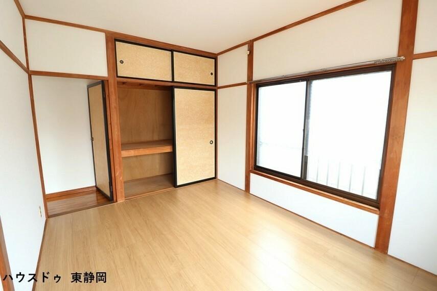 洋室 西側6帖洋室。成長しても使えるお部屋。勉強やお友達の訪問の際もお部屋があると嬉しいですね。