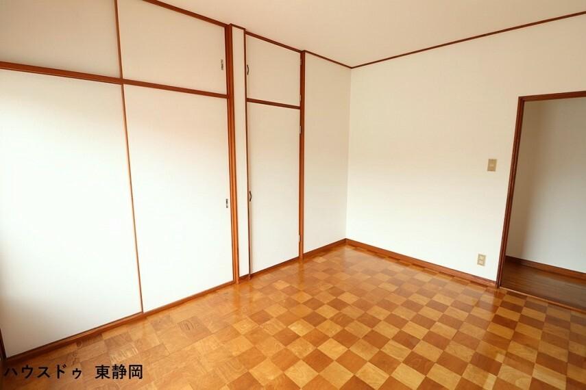 洋室 東側6帖洋室。