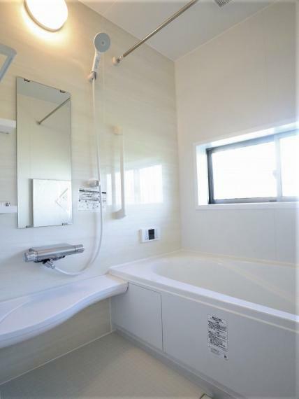 浴室 【同仕様写真】浴室乾燥機付きユニットバス・浴室カラリ床