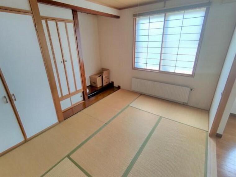 【リフォーム前和室】畳の表替え、照明交換、クロス貼替を行います。イグサの香りに癒されます。