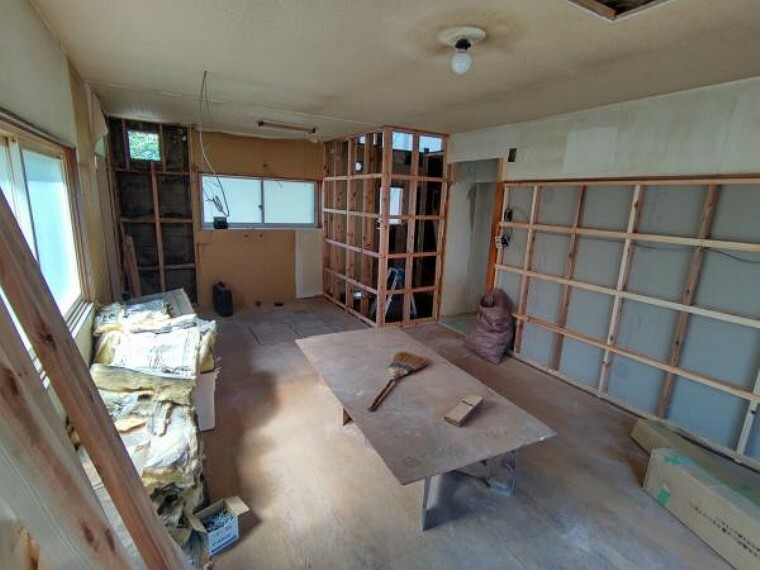 居間・リビング 【リフォーム中】リビングの写真です。解体作業中です。