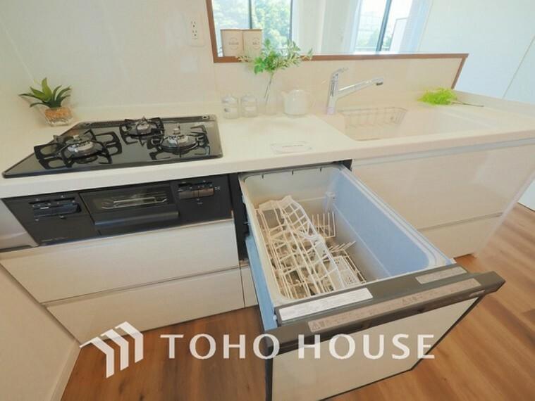 キッチン ビルトイン式食洗機を標準完備した、機能性に優れたシステムキッチン