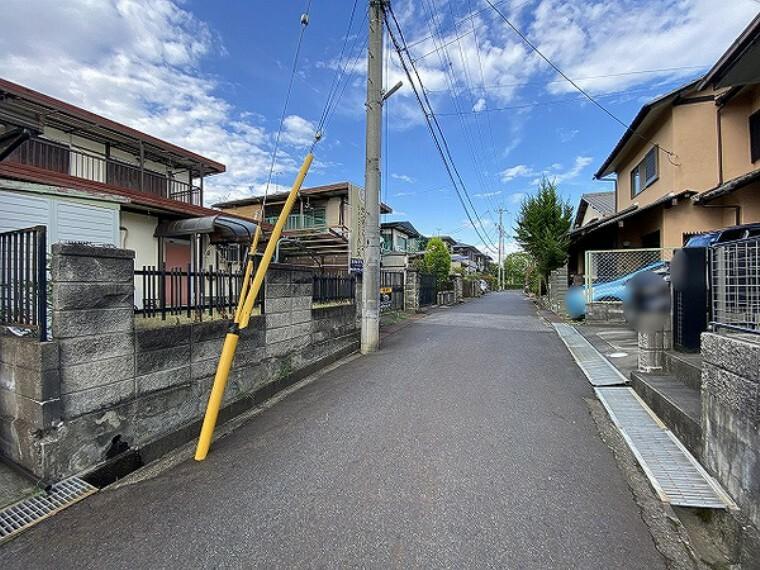 現況写真 前面道路ゆったり約4m 交通量の少ない住宅地内