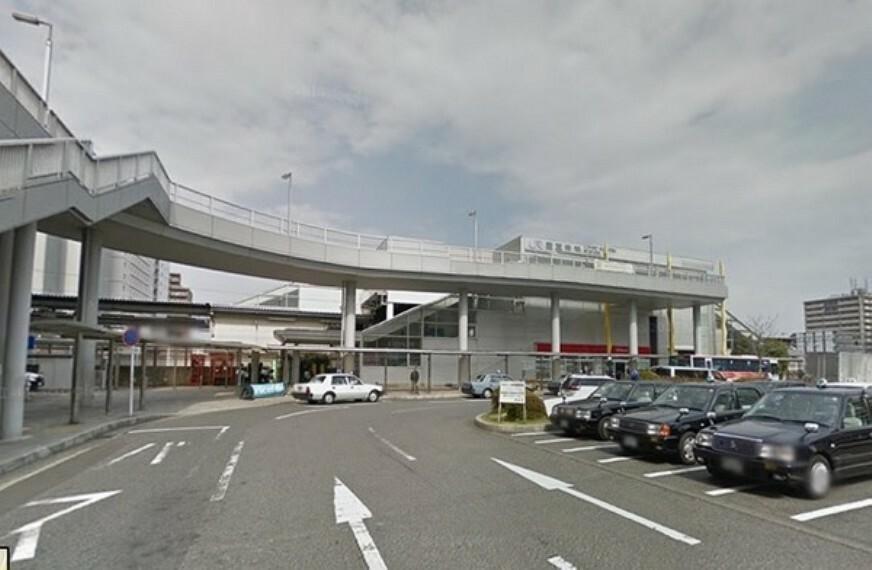 南草津駅東口 新快速停車駅・スーパー、コンビニ、ドラッグストア等駅前にあり便利です。