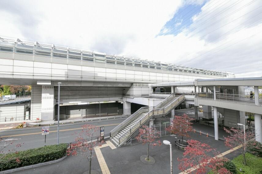 徒歩8分(約580m)。北大阪急行線が接続する「千里中央」駅の隣駅。「大阪空港」駅へは乗車16分、出張や旅行の際もアクセスが良く、多方面への移動がスムーズに行えます。