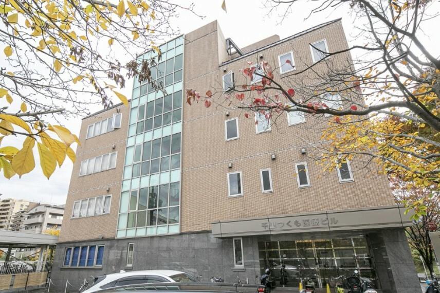 病院 徒歩7分(約560m)。山田駅前に位置し、内科や小児科、婦人科、眼科、皮膚科、歯科等の医療施設が揃うビルです。調剤薬局も併設しています。駐車場あり。