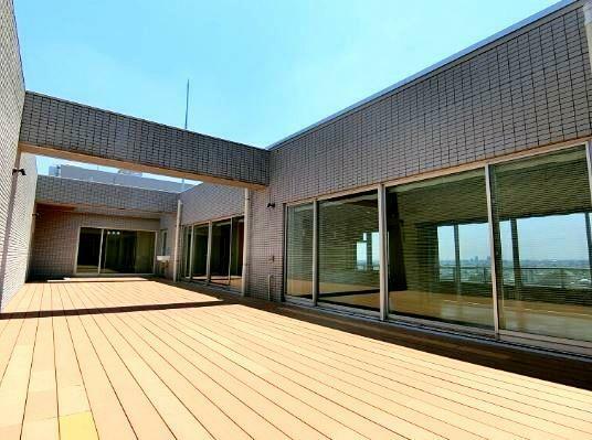 中庭 72.08平米 ウッドデッキ調のインナーテラス