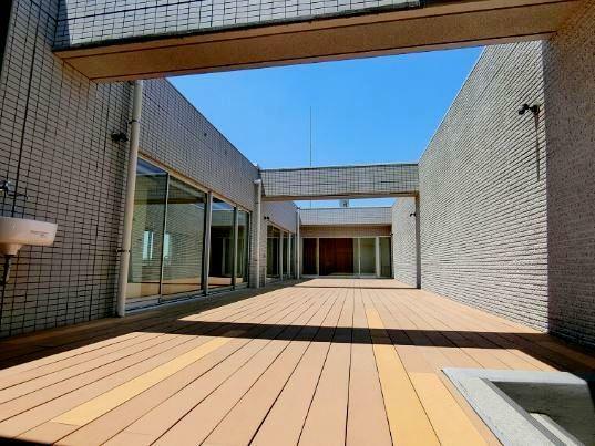 中庭 独立性の高いインナーテラス オープンカフェやドッグランなどとしてもご利用いただけます。
